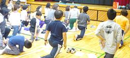 親子で参加 すくトレ姿勢改善公開講座 in 王子第三小学校